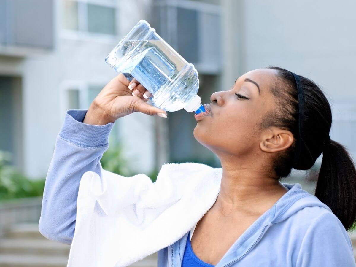 水をたくさん飲むと痩せる理由!